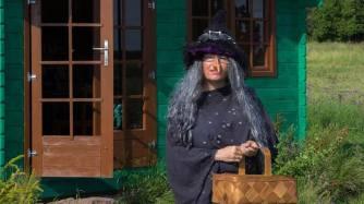 Heksen foran sit hus
